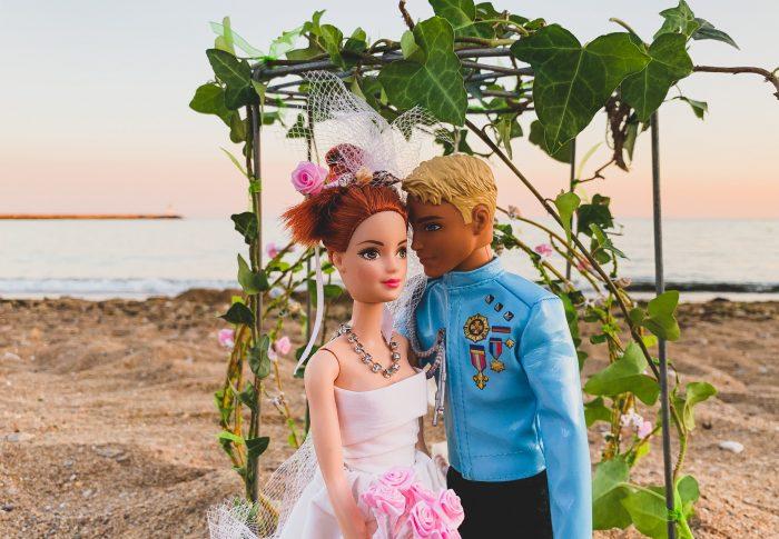 Le mariage de Barbie et Ken avec une cérémonie laïque sur une plage de Vendée