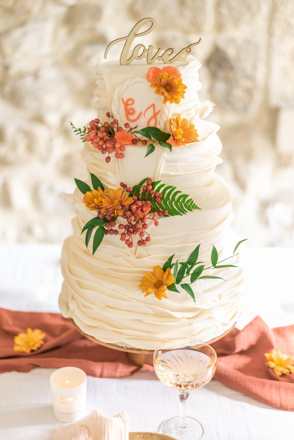 Wedding-cake couleurs automne // Shooting d'inspiration publié sur Jolies Cérémonies