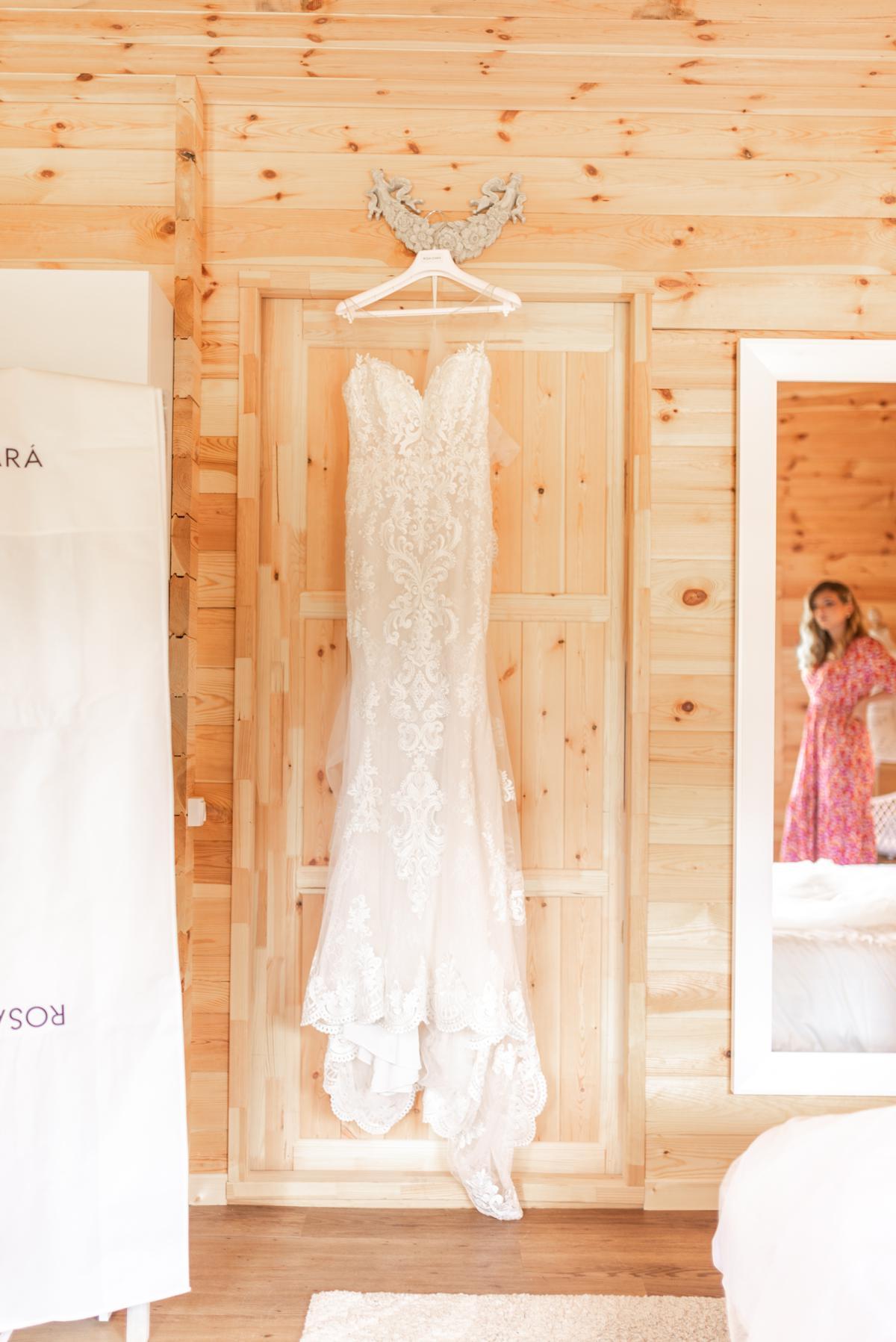 Robe de mariée sirène et dentelle // Shooting d'inspiration publié sur Jolies Cérémonies