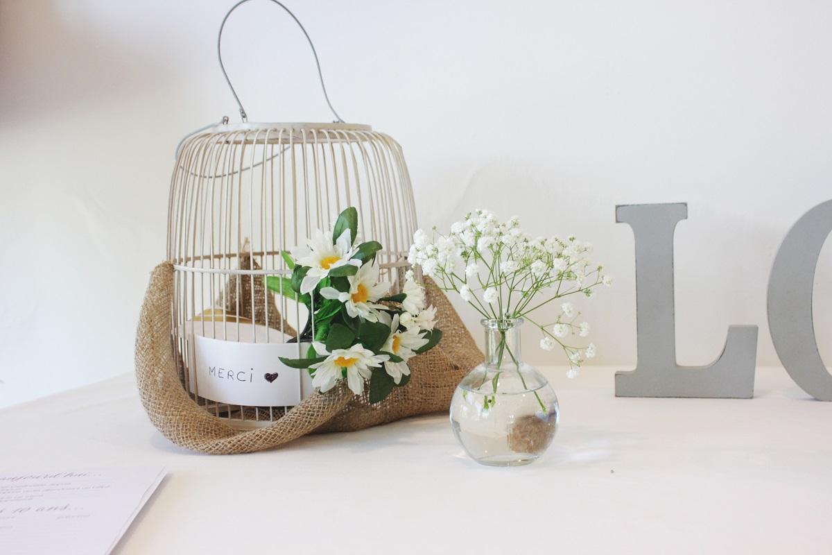 Décoration pour urne en cage d'oiseaux