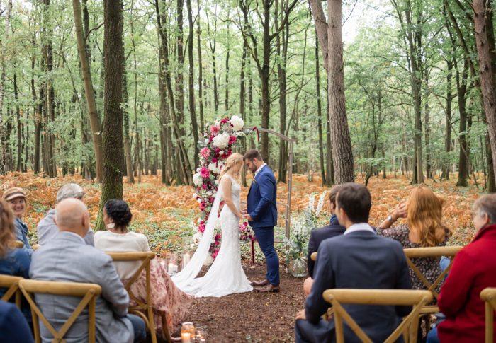 Shooting d'inspiration pour un mariage bohème en forêt