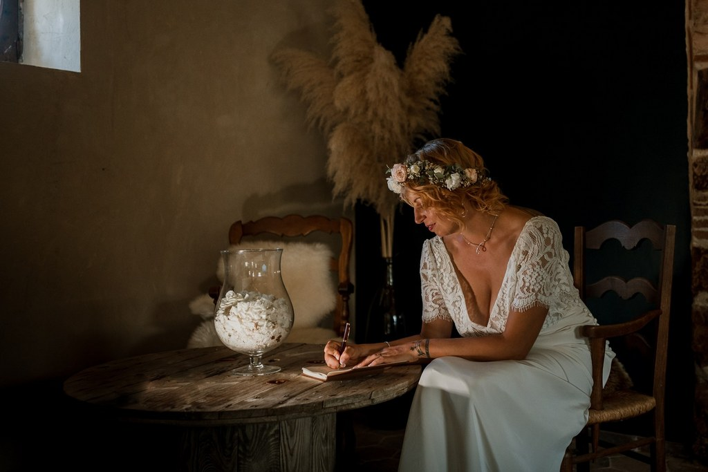 Écriture des vœux avant le mariage // Shooting d'inspiration publié sur Wedding by Fabiola
