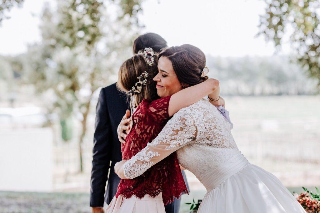 Discours de cérémonie laïque // Mariage en Provence avec une ambiance tropicale (couleurs chaudes et dorées) // Photo Nicolas Terraes // Publication sur Wedding by Fabiola
